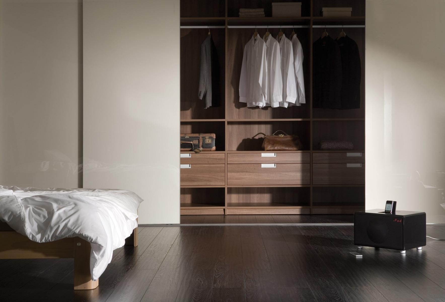 Möbel nach Maß im Schlafzimmer, Schiebetüren raumhoch